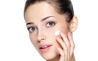 Ce nu ar trebui să aplici niciodată pe față conform dermatologilor