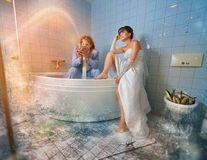 Cele mai bizare fotografii de nuntă: Au început cu stângul viaţa în doi!