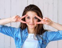 Cum să elimini pungile de sub ochi și efectul de față umflată după o noapte de petrecere