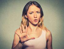 15 lucruri pe care o femeie puternică nu le tolerează într-o relaţie