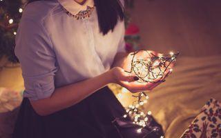7 trucuri ca să-ți strângi rapid bradul de Crăciun