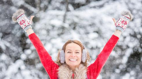 Fată frumoasă iarna