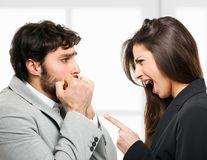Lucruri pe care le spun femeile și îi fac nesiguri pe bărbați