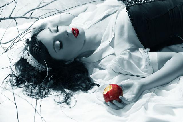 Mărul otrăvit