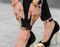 Cum să modifici o pereche de pantofi de care te-ai plictisit