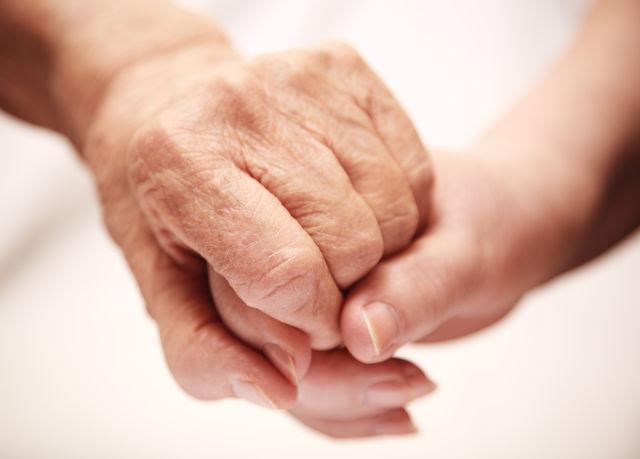 Mâini bătrâne