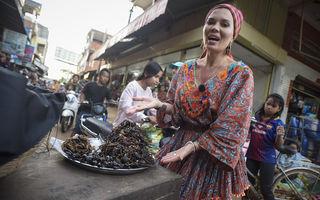 Gina Pistol se familiarizează cu mâncărurile bizare ale asiaticilor: tarantule, scorpioni și greieri prăjiți