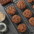 Cum să faci cookies cu ciocolată din 3 ingrediente? Sunt sănătoase și rapide