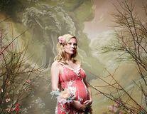 Kirsten Dunst confirmă că e însărcinată: Actriţa a făcut un pictorial reuşit