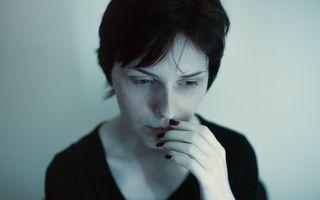 Ce afirmații fac femeile să se îndoiască de ele