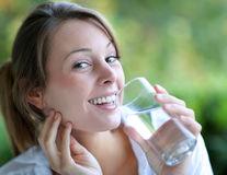 Cât de bună este apa cu vitamine?