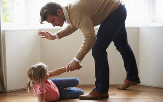 Ce pățesc copiii care primesc palme la fund?