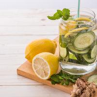 De ce e bine să bei zilnic apă cu castraveți?