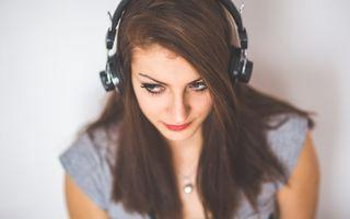 De ce ne rămân unele cântece în cap?
