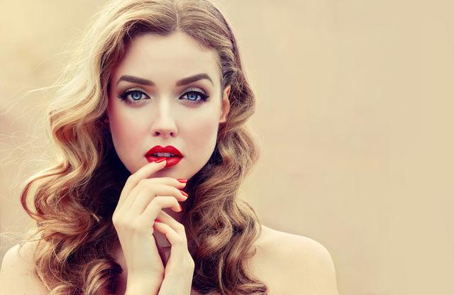7 trucuri de machiaj pe care orice femeie de peste 30 de ani ar trebui să le știe