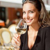 Vinul alb poate cauza apariția rozaceei