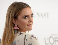 Vedetă fără fiţe: Drew Barrymore îşi ia haine de designer doar când prinde reduceri