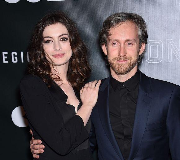 Anne Hathaway şi Adam Shulman