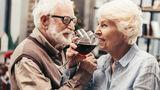 Studiu surprinzător: Consumul moderat de alcool te-ar putea ajuta să trăiești peste 90 de ani