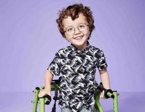 Campanie emoționantă: Șase copii cu dizabilități au devenit imaginea unui brand de haine