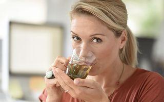 De ce trebuie să aștepți să se răcească puțin ceaiul înainte de a-l bea?
