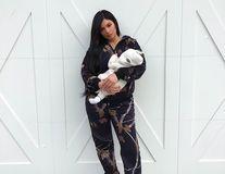Kylie Jenner îşi prezintă copilul: Primele imagini cu fetiţa vedetei