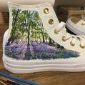 Cei mai originali Converse: Sunt pictaţi cu scene din natură