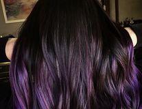 Nuanţa spectaculoasă de violet, perfectă pentru părul închis