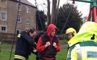 Au dat în mintea copiilor şi au chemat pompierii să-i salveze