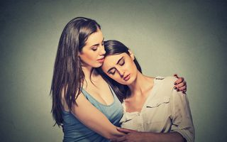 Ce să faci și ce să nu faci când un prieten îți spune că e trist