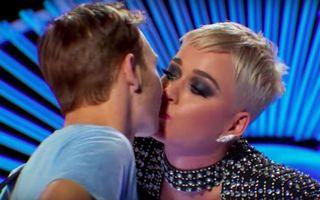 "Probleme la ""American Idol"". L-a sărutat Katy Perry, dar spune că nu i-a plăcut deloc - VIDEO"