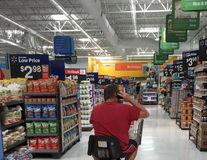 A venit circul în magazin: 25 de clienţi care au făcut show la cumpărături