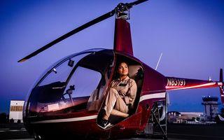 O fată ambiţioasă: A promis că va pilota un elicopter şi s-a ţinut de cuvânt