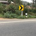 Surpriză în trafic: Ce caută un bebeluş în mijlocul şoselei?