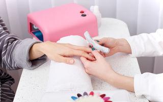 Porţi permanent manichiură din acril? Iată ce efect poate avea asupra unghiilor tale!