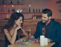 """5 întrebări pe care să ţi le pui înainte de a spune """"Te iubesc"""""""