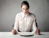 De ce unii oameni se enervează când le este foame