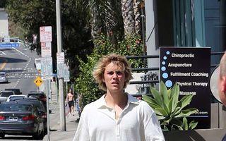 Justin Bieber, un băiat de treabă: Starul s-a oprit să ajute un om căzut