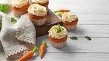Rețetă rapidă: brioșe cu morcovi, mere și ovăz