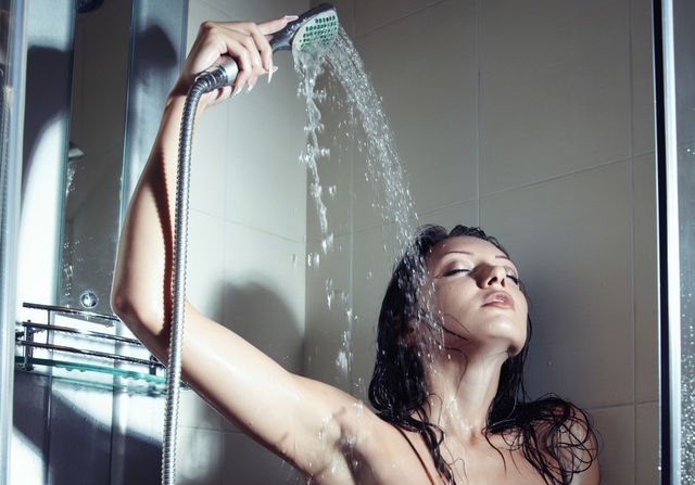 Femeie în duş