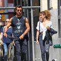 Jennifer Aniston nu trebuie să vadă asta: Justin Theroux, acaparat de o tânără misterioasă