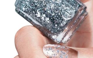 30 de manichiuri cu glitter pe care să le porți în 2018