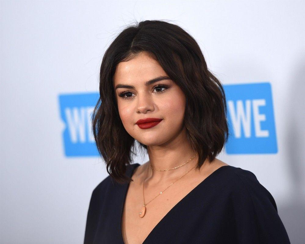 Selena Gomez s-a ras pe cap. Vedeta a ales o tunsoare ascunsă