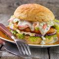 Rețeta perfectă pentru weekend: burger cu somon