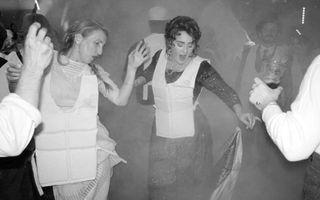 """Adele e obsedată de """"Titanic"""": Şi-a sărbătorit ziua de naştere într-o rochie ca în film, cu vestă de salvare pe deasupra"""