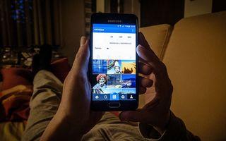 Pericolul luminii albastre: Ecranele telefoanelor distrug ochii
