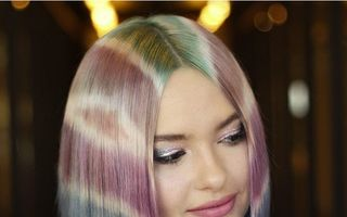 Tie-dye, cel mai nou trend pentru vopsirea părului. Arată spectaculos!