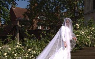 Meghan Markle, o mireasă superbă. A purtat o rochie simplă, cu umerii goi și voal lung de 5 metri