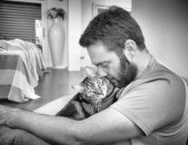 Bărbaţi şi pisici: O relaţie în negru şi alb