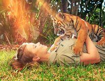 Din dragoste pentru animale: 24 de imagini în care fiica lui Steve Irwin arată că îşi merită numele